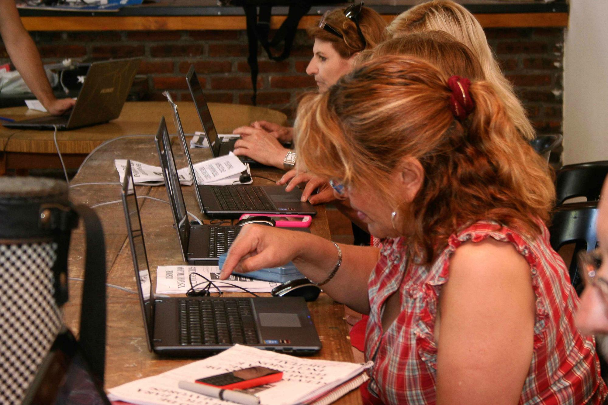 Anotate en el curso gratuito de informática para adultos mayores.